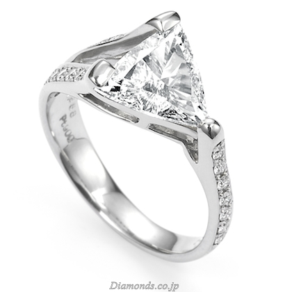 Stunning and Unique Diamond Engagement Ring