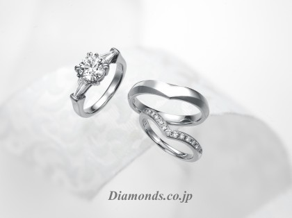 A beautiful 1 carat diamond engagement ring with wedding bands E Color